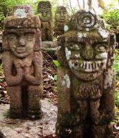 Grupo de figuras de piedra